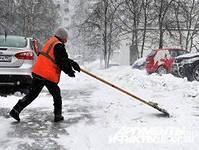 Для проведения уборки дворов от большого количества снега мешает нехватка дворников и машины