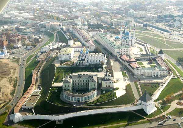 «Казанский Кремль» празднует юбилей, а Петропавловский собор рушится