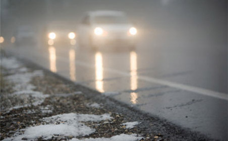 На дорогах - снег, гололед и уборочная техника